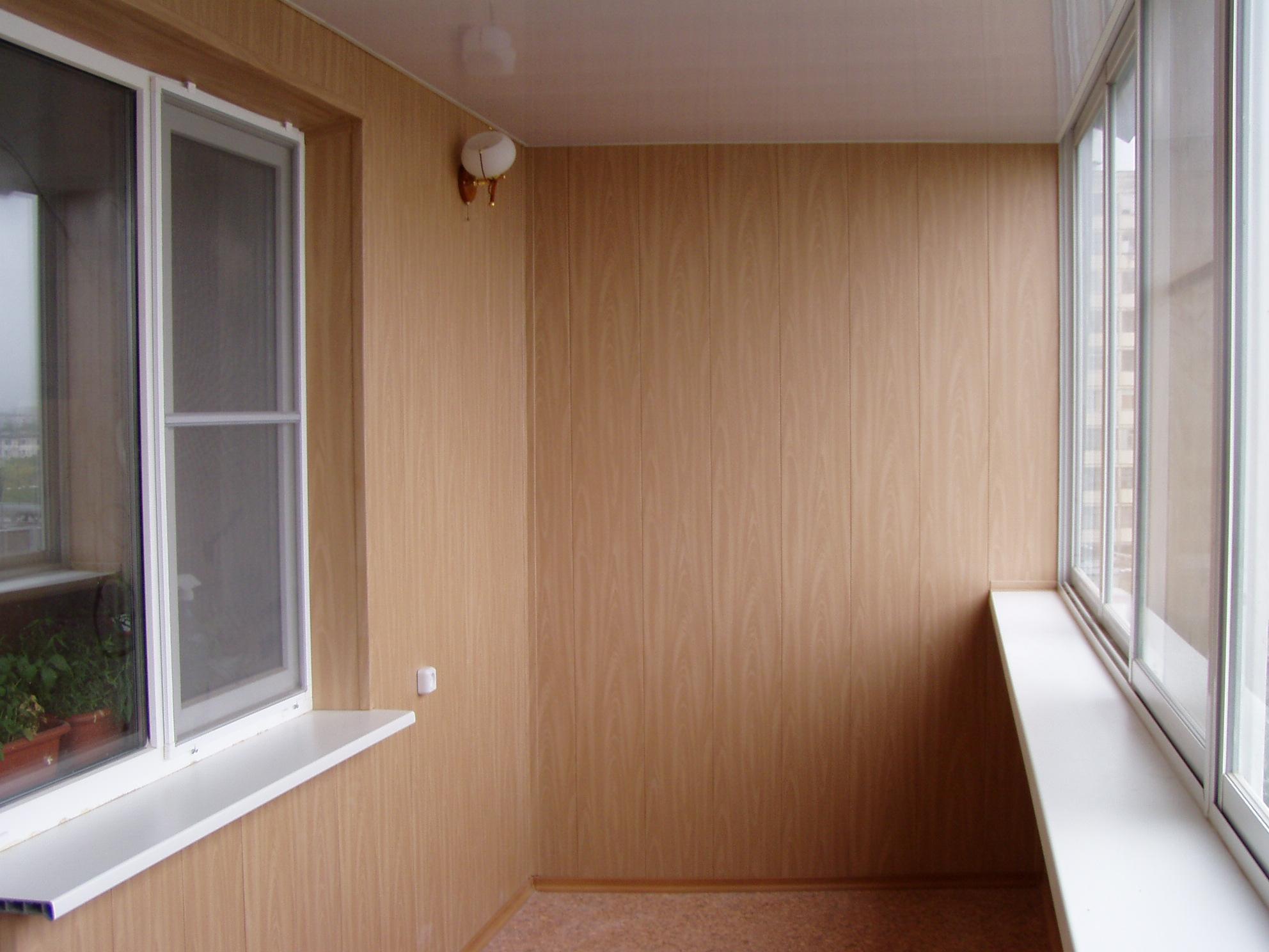 Чем отличается отделка балкона пластиком от отделки пвх.